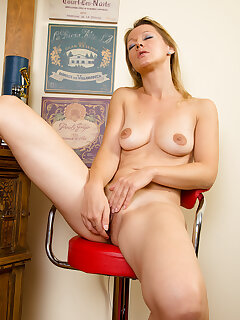 Cougar Nude Pictures