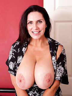 Cougar Big Tits Pictures